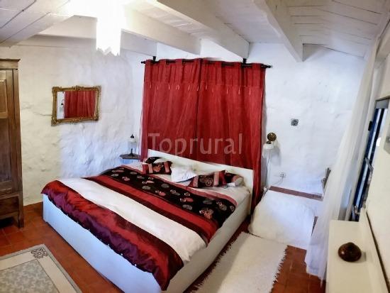 Casa Rural Las Castañetas - Dormitorio Rojo